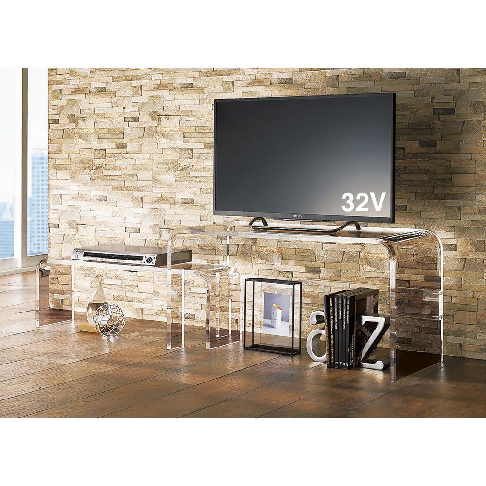 アクリル伸縮式テレビボード 幅115~195cm 厚さ18mmの厚みのあるアクリルを使用し、安定感十分。 ※写真は幅90~170cmタイプです。