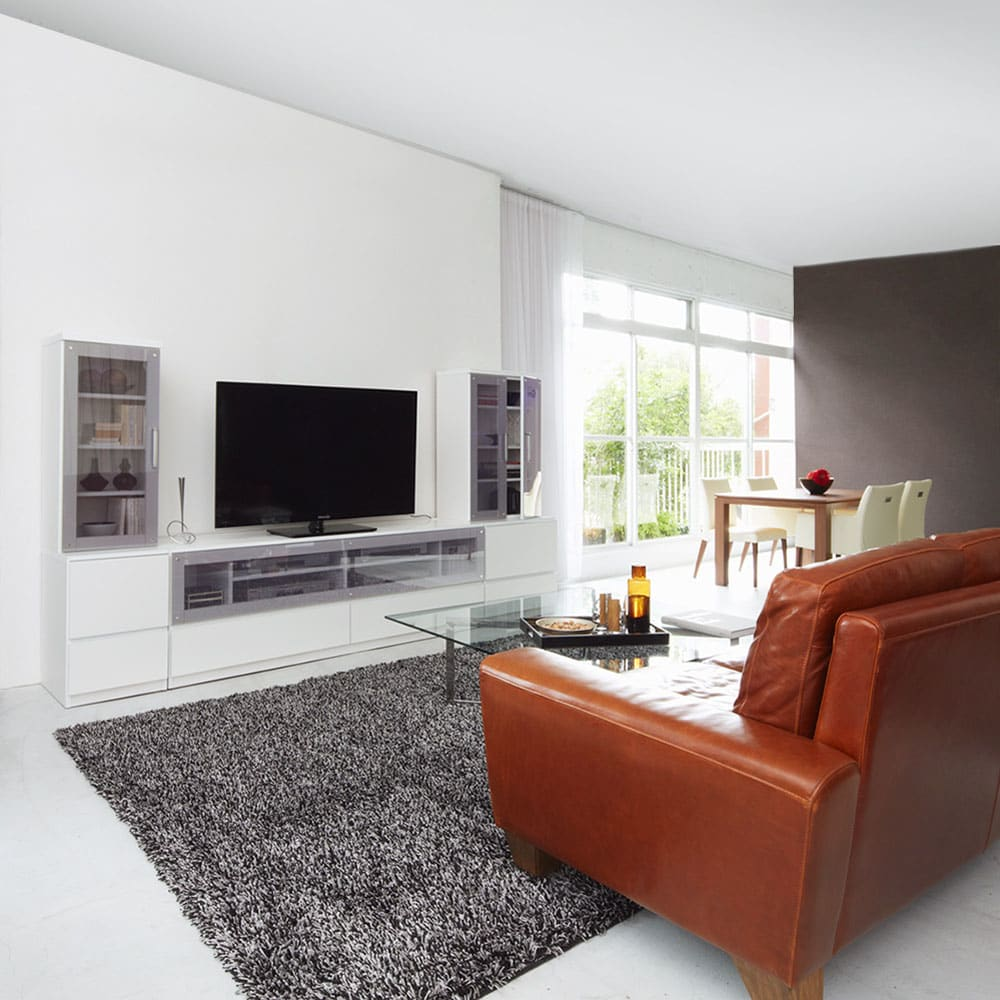 ソファや椅子からも見やすい高さ60cmの テレビ台 幅180cm (ア)ホワイト 広々リビングでもしっかりとテレビの見やすい高さに。 コーディネート例(※左右のキャビネット幅40cm、キャビネット幅60cmは商品に含まれません。)