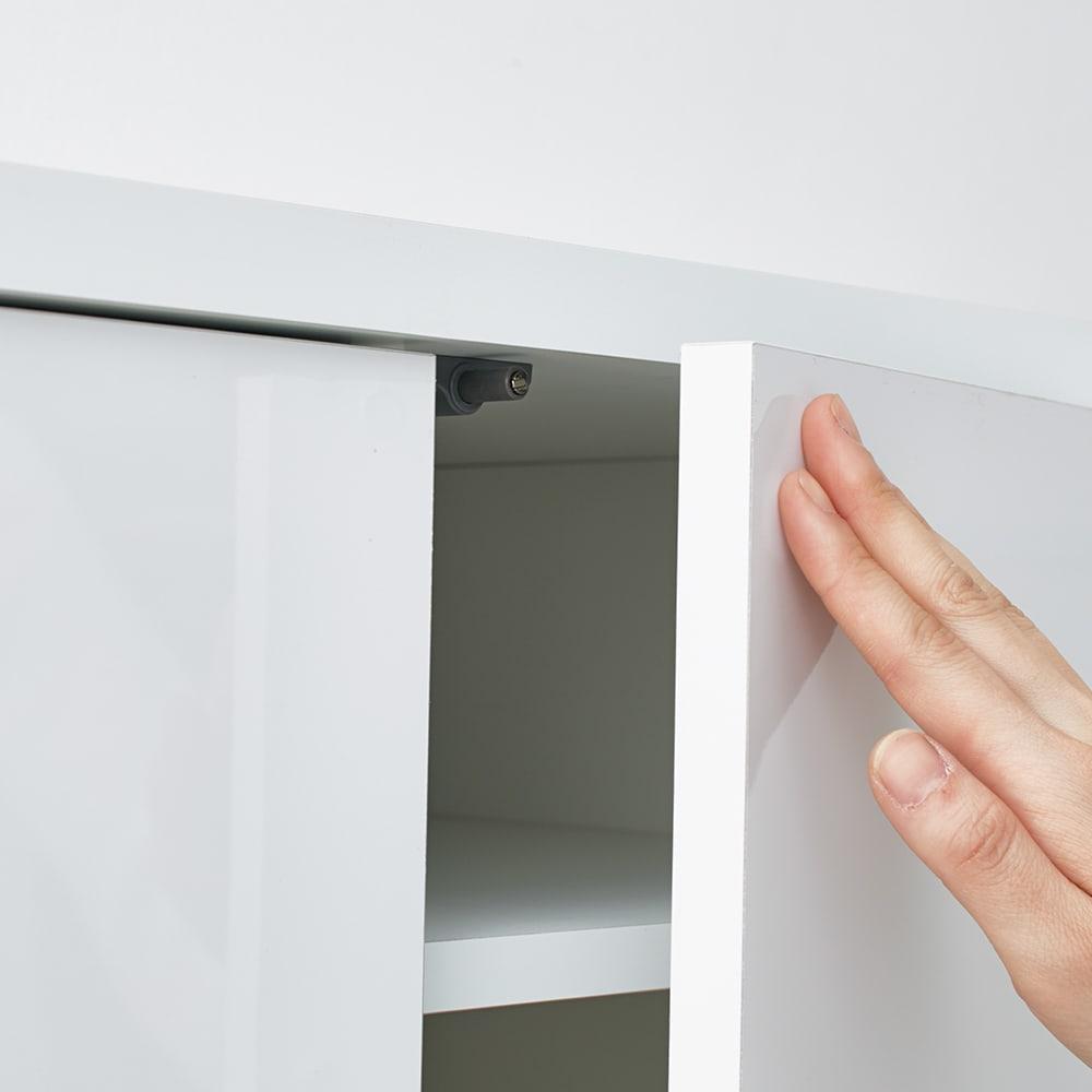 光沢リビングシリーズ キャビネット 4枚扉 扉は取っ手のないプッシュオープン式。内寸:幅34奥行41高さ31cm