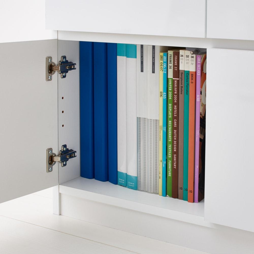 光沢リビングシリーズ キャビネット 6枚扉 扉内はA4ファイルも収納できます。