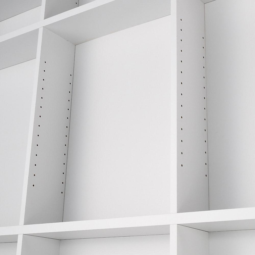 つっぱり壁面収納引き出し付きデスク 幅180・高さ236~249cm【チェスト付き】 デスクの収納棚は3cmピッチで計21段階の調節が可能です。