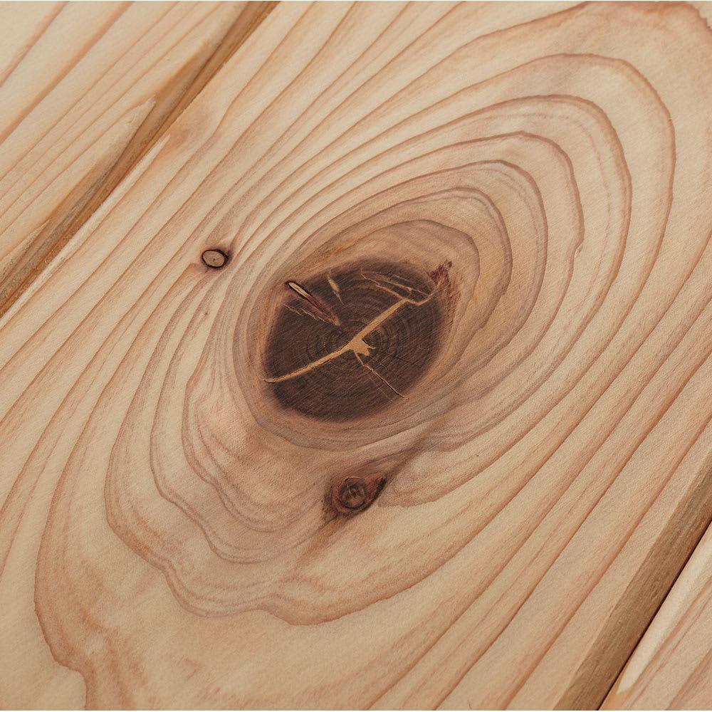 国産杉 薄型頑丈タワーシェルフ 幅120高さ179cm 国産杉の自然な節を活かしたナチュラルな仕上げ。※節の状態によってパテ補修を施していますこと、ご了承ください。