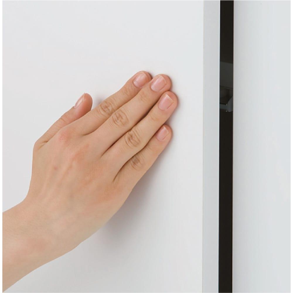 効率収納できる段違い棚シェルフ [本体 ミラー扉タイプ 開き戸 幅90cm] 奥行32.5cm 高さ180cm 開き戸は取っ手のないすっきりデザインのプッシュ式。