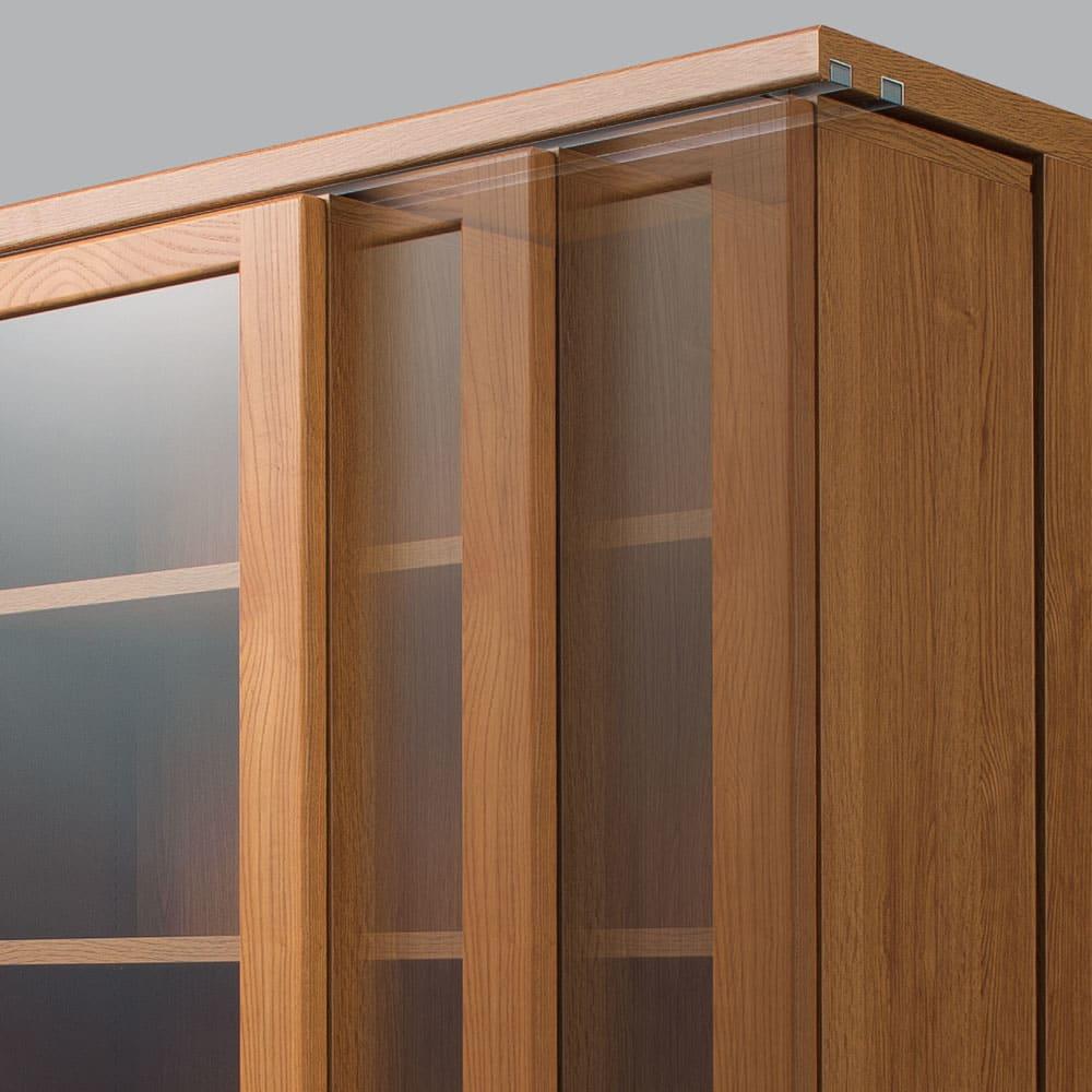 本格仕様 快適スライド書棚 タモ天然木扉付き 2列 【軽い力でなめらかに動くベアリング式】サビや磨耗に強く、1個で約465kgに耐える特殊ベアリングローラーを採用。レール上のステンレス芯と点で接するので、静音でなめらかに動きます。