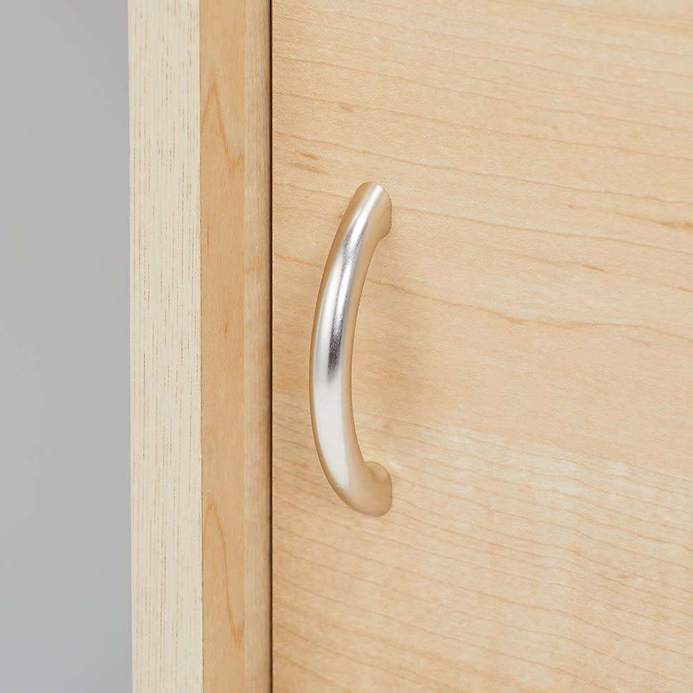 引き戸収納付きブックシェルフ 幅120高さ180cm 取っ手はシンプルで手が掛けやすい仕様です。