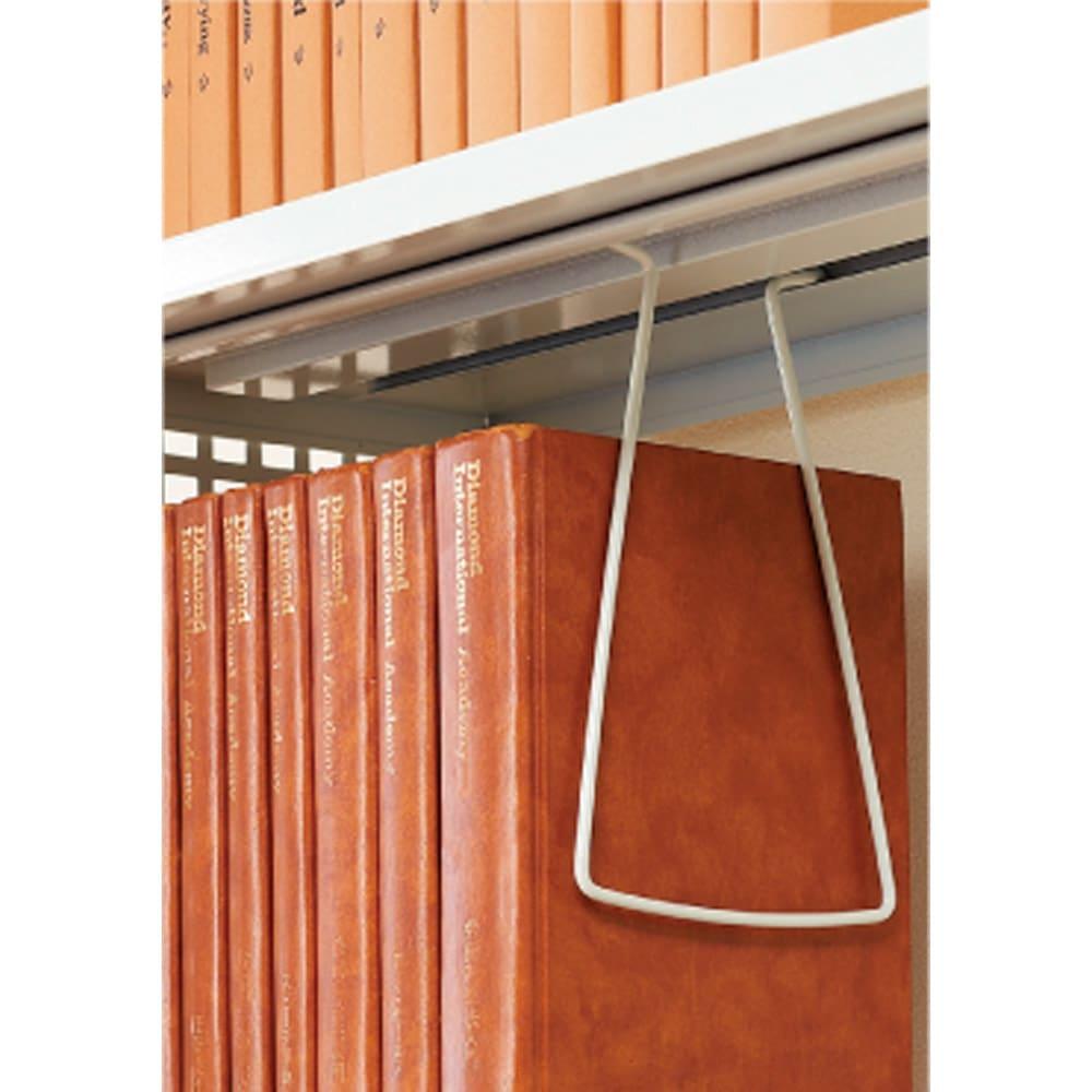 スチール製 突っ張りラック 奥行41cm 幅90cm 奥行31・41cmタイプには、吊り下げ式ブックエンド6つ付属。