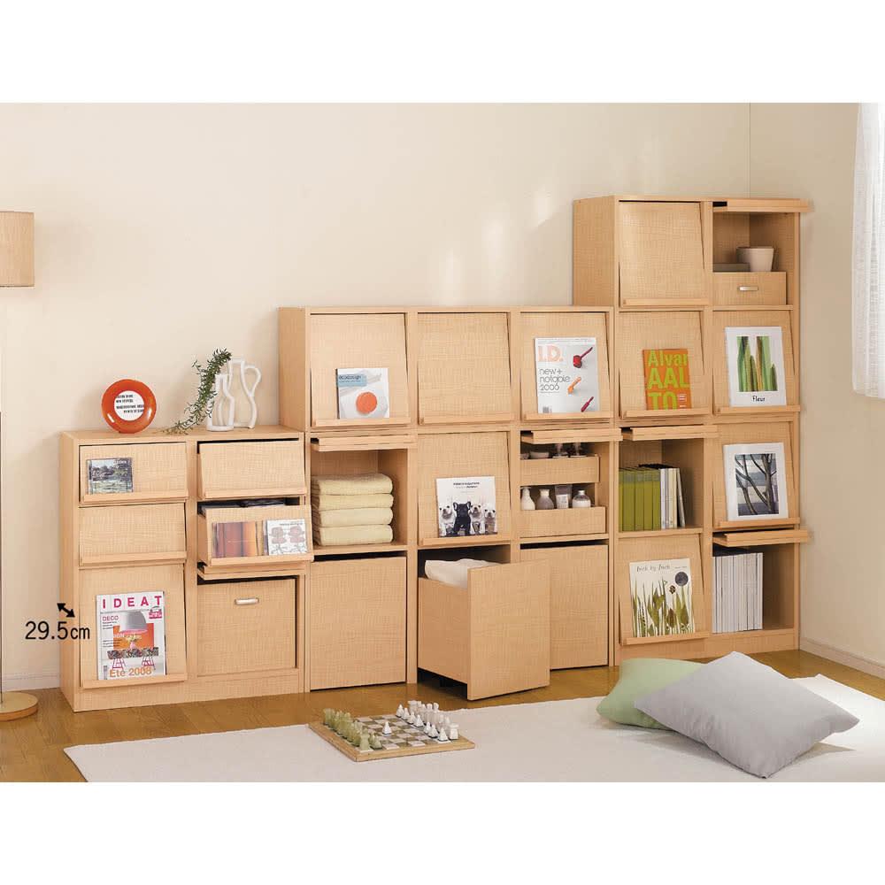 奥行39cm マガジン&レコードキャビネット 上段 段違い棚オープン2列[高さ79・幅75.5cm] [コーディネイト例] たっぷり収納できて用途を選ばず、書籍から衣類、小物までさまざまな収納に対応。