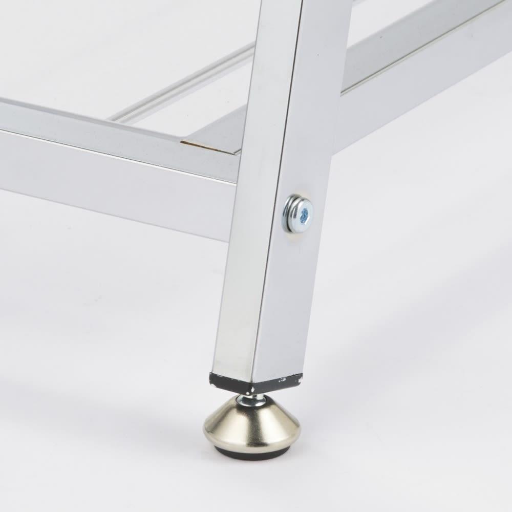 【バイヤー一押しアイテム】アクリル棚付きX型ハンガーラック 幅121cm アジャスターを使用すればグラつきを防げます。