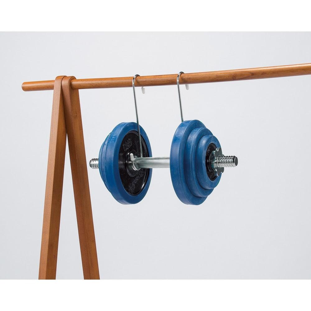 【スリムにたっぷり収納できる】 総耐荷重約50kg 天然木A型ハンガー 幅103cm 約40kgもの衣類が掛けられる頑丈さが特長です。(写真はイメージです)