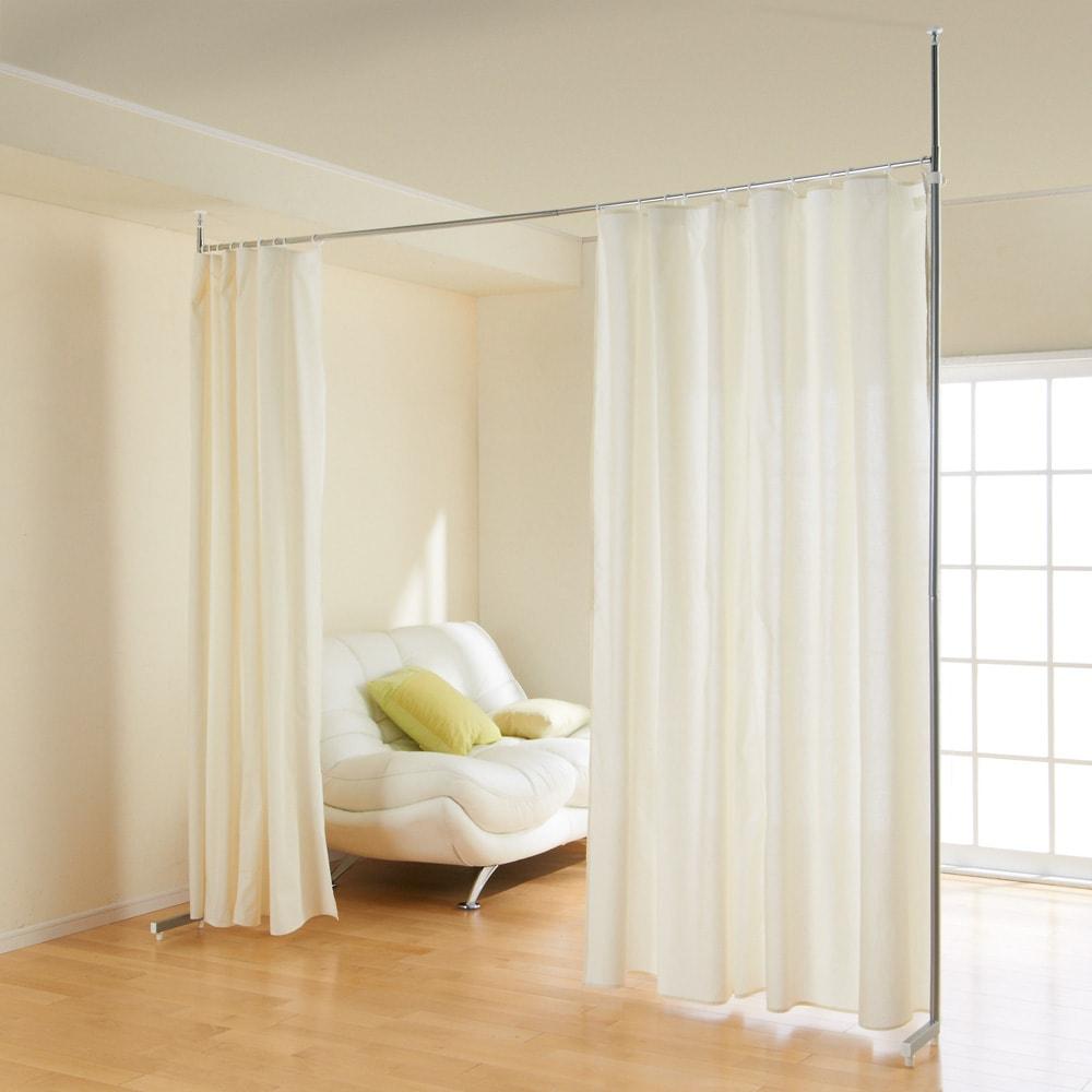 突っ張り&伸縮式目隠しカーテン リングタイプ 梁にも対応出来る突っ張り式。 間仕切も簡単ラクラク♪