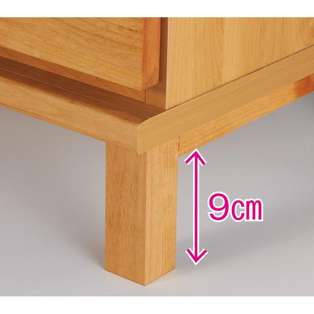 アルダー天然木格子スライドワードローブ ハンガー・右ミラー・幅100cm 脚部もアルダー天然木を使用しています。床からの脚部高さ約9cm。