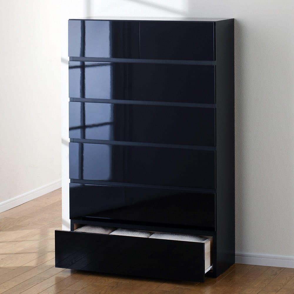 奥行30cm薄型ツヤツヤチェスト 幅75cm・6段 (イ)ブラック ツヤツヤの光沢感を堪能してください。