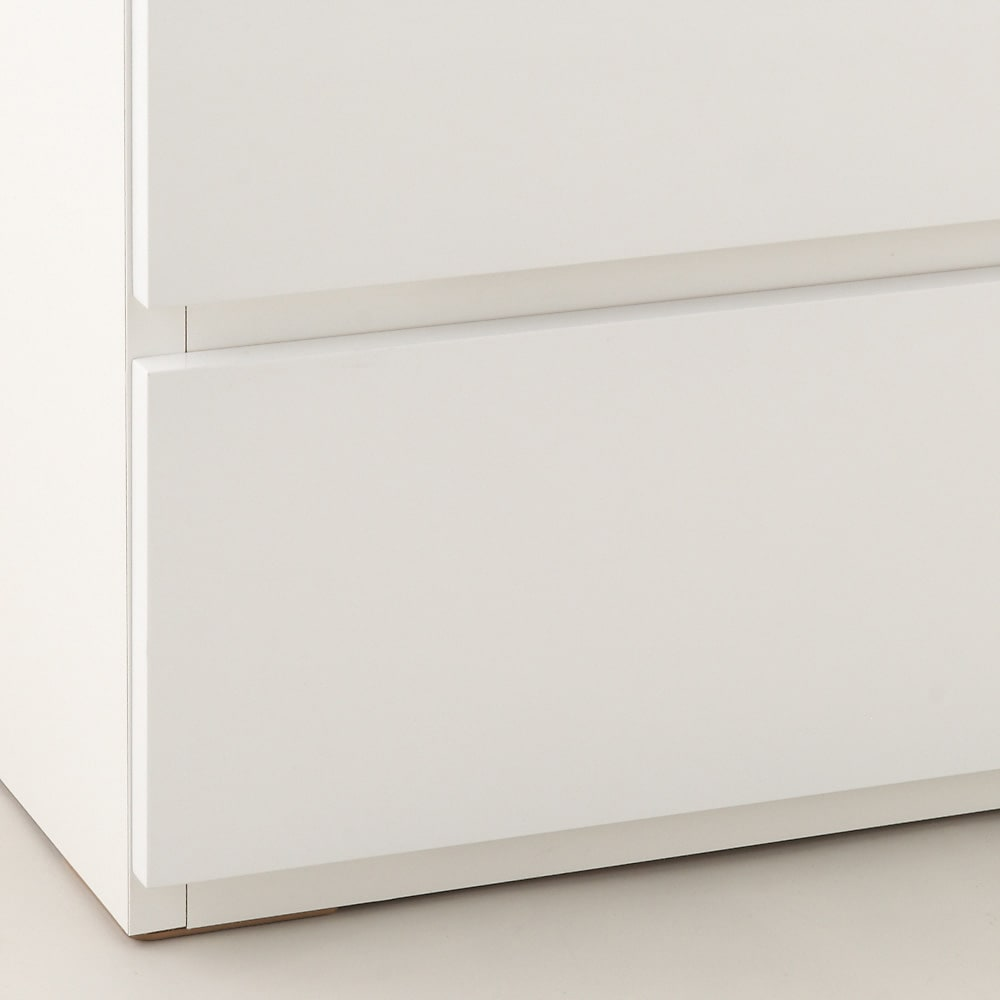 奥行30cm薄型ツヤツヤチェスト 幅75cm・6段 床から引き出しの底辺までは約2cm。