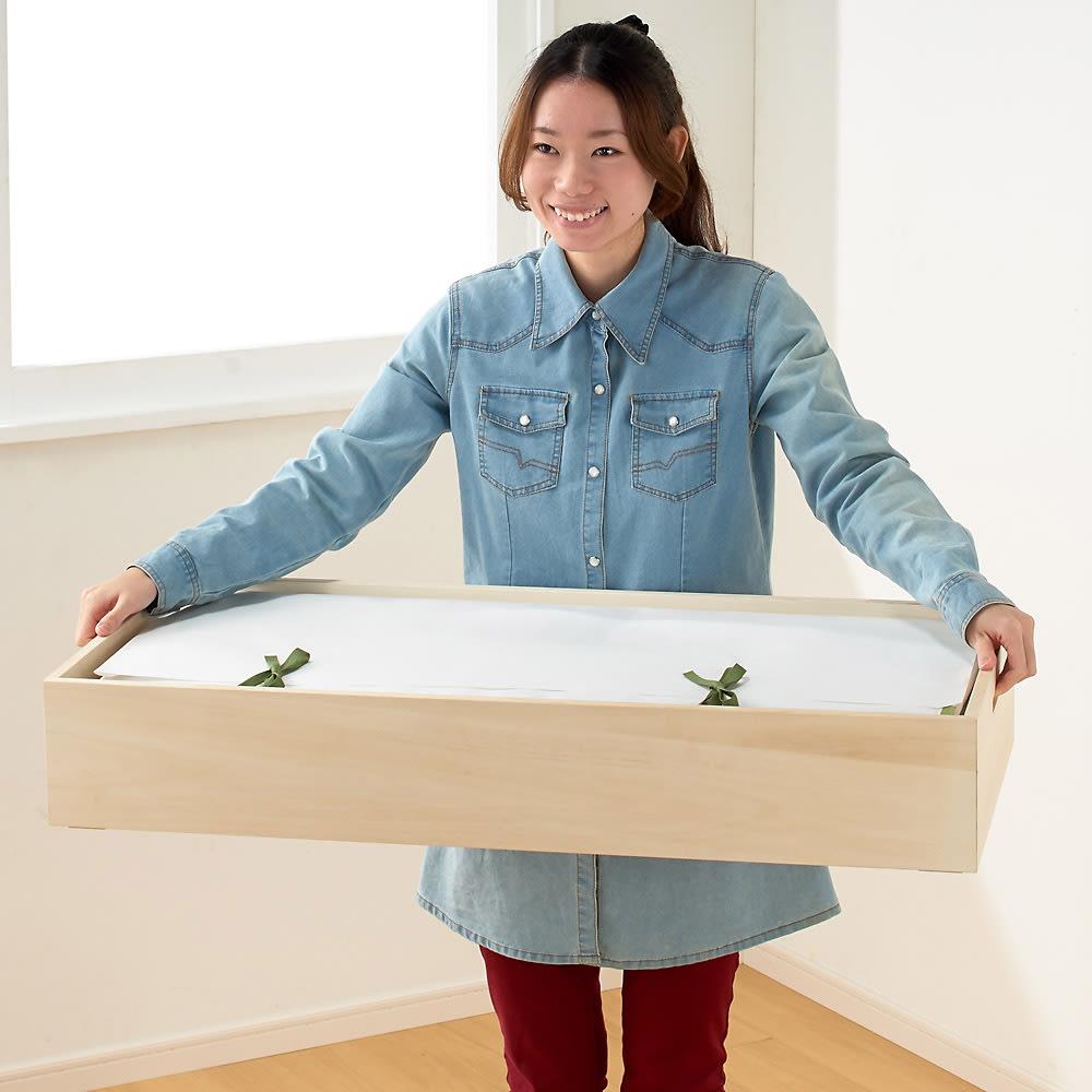 総桐衣装ケース 幅95.5cmタイプ 4段(浅2深2) 女性でもラクに持ち運べます。※一段ずつ持ち上げてください。