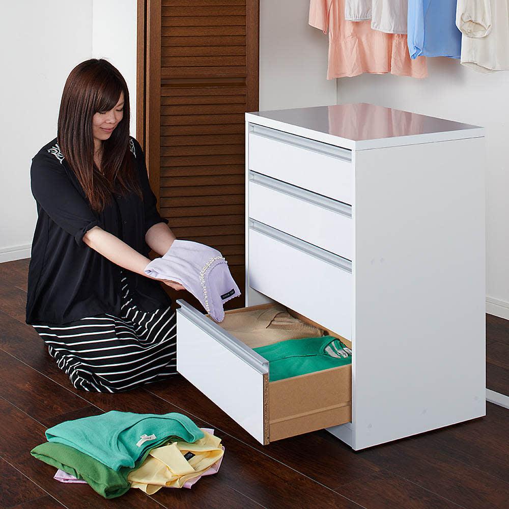 奥行が選べる隠しキャスター付きチェスト クローゼットタイプ 奥行44幅75高さ68cm・3段 本体を移動できるので、衣類の整理整頓にも活躍します。