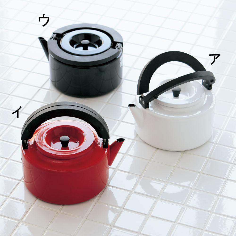 IH兼用 冷蔵庫にも入る収納便利なフラットケトル(茶こし付き) 便利ながらスタイリュッシュなデザイン。ハンドルは左右別々に自在にたためます。
