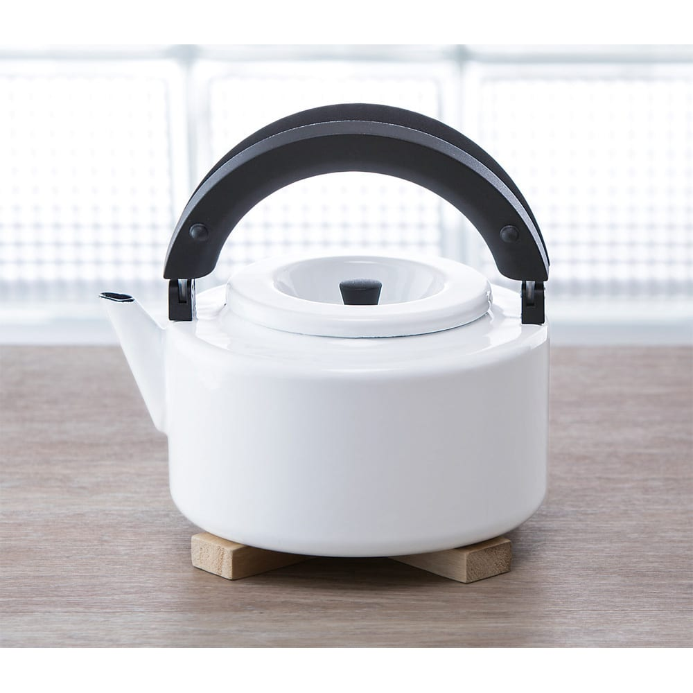 IH兼用 冷蔵庫にも入る収納便利なフラットケトル(茶こし付き) (ア)ホワイト