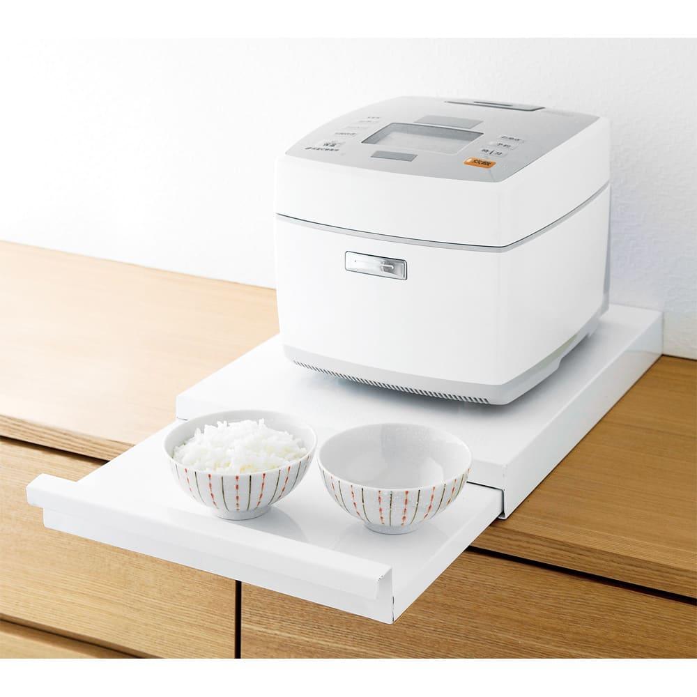 炊飯器下スライドトレー (ア)ホワイト 炊飯器の下に置くだけの簡単設置。お茶碗が2~3個置けます