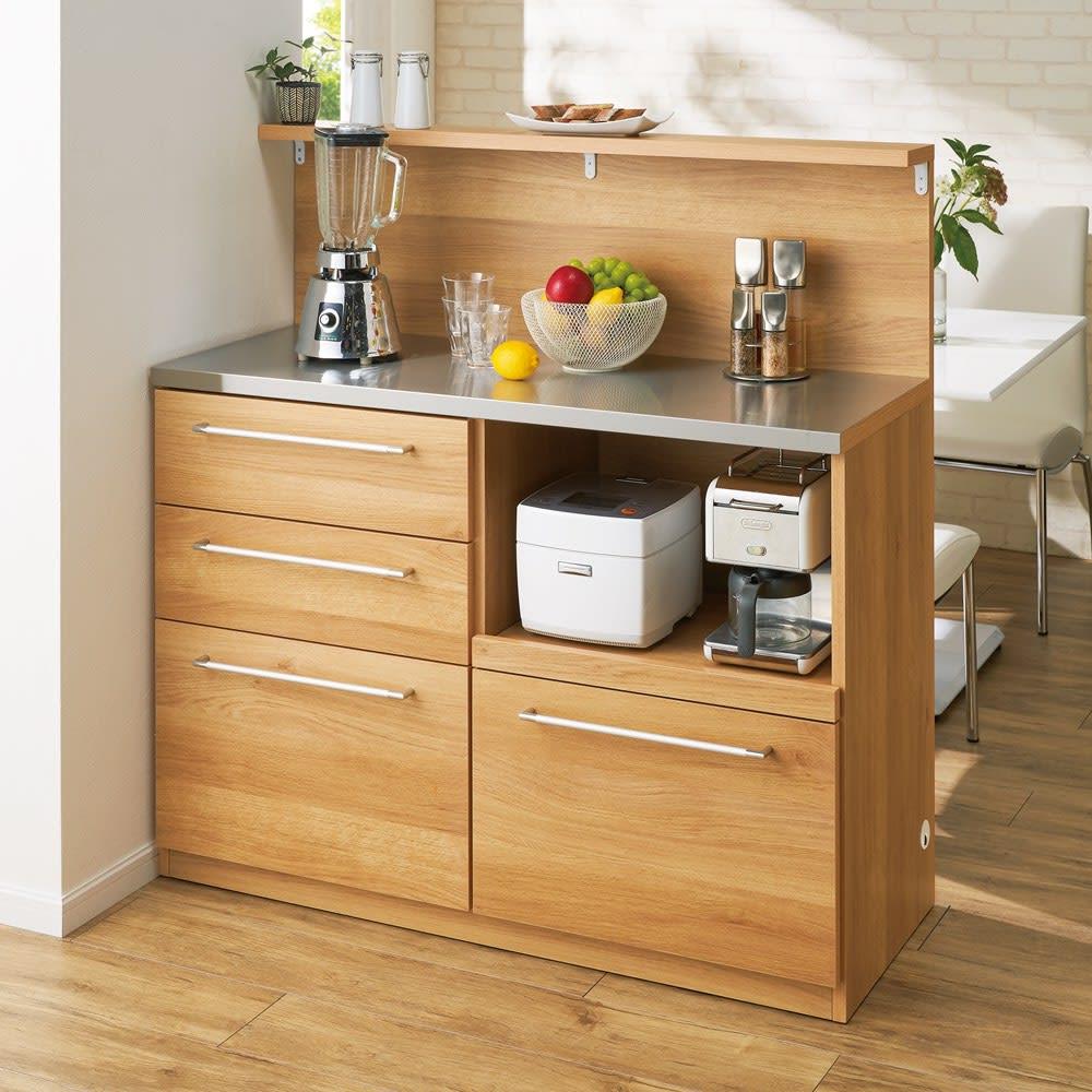 手元が隠せる間仕切りカウンター 幅120cm (イ)ナチュラル 返し天板つきのキッチンカウンターなので、キッチンの生活感をすっきり隠せます。