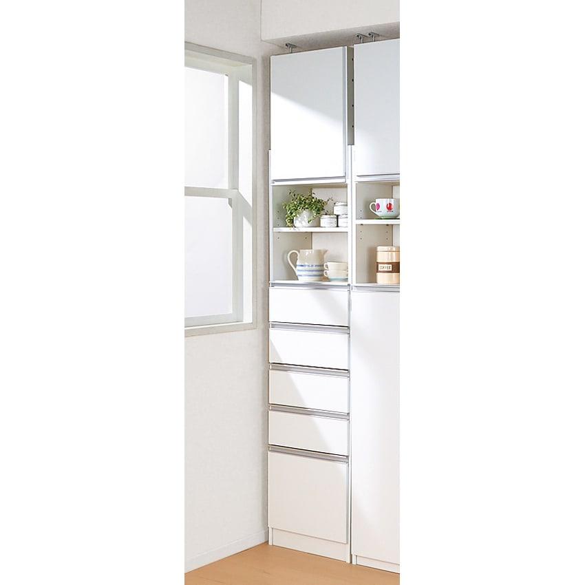 薄型で省スペースキッチン突っ張り収納庫 チェストタイプ 幅45cm・奥行31cm 幅45cmタイプは1枚扉になります。 幅45の扉は組立時に左右どちら開きにも設定出来ます。