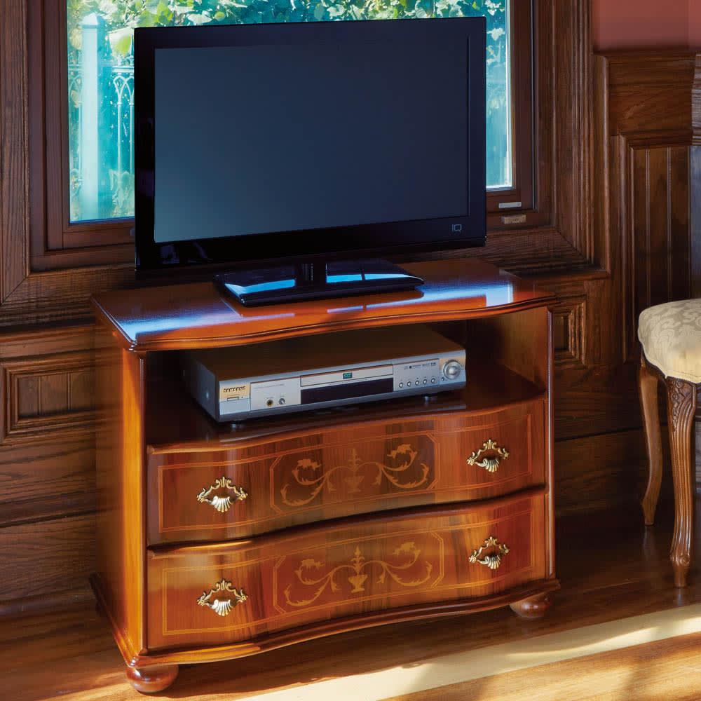 イタリア製象がんシリーズ 2段テレビ台チェスト・幅75cm 象嵌細工の美しいテレビボード。イタリア家具の職人がひとつずつ丁寧に仕上げました。 ※画像のテレビは26インチです。