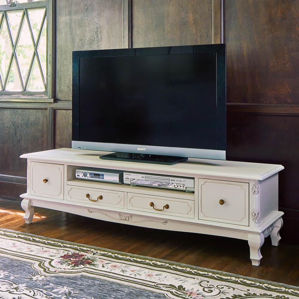 アンティーク調クラシック家具シリーズ テレビ台・幅150cm テレビ台周りを華麗に演出。 ホワイトは華やかな装飾と相まってエレガントな空間に。