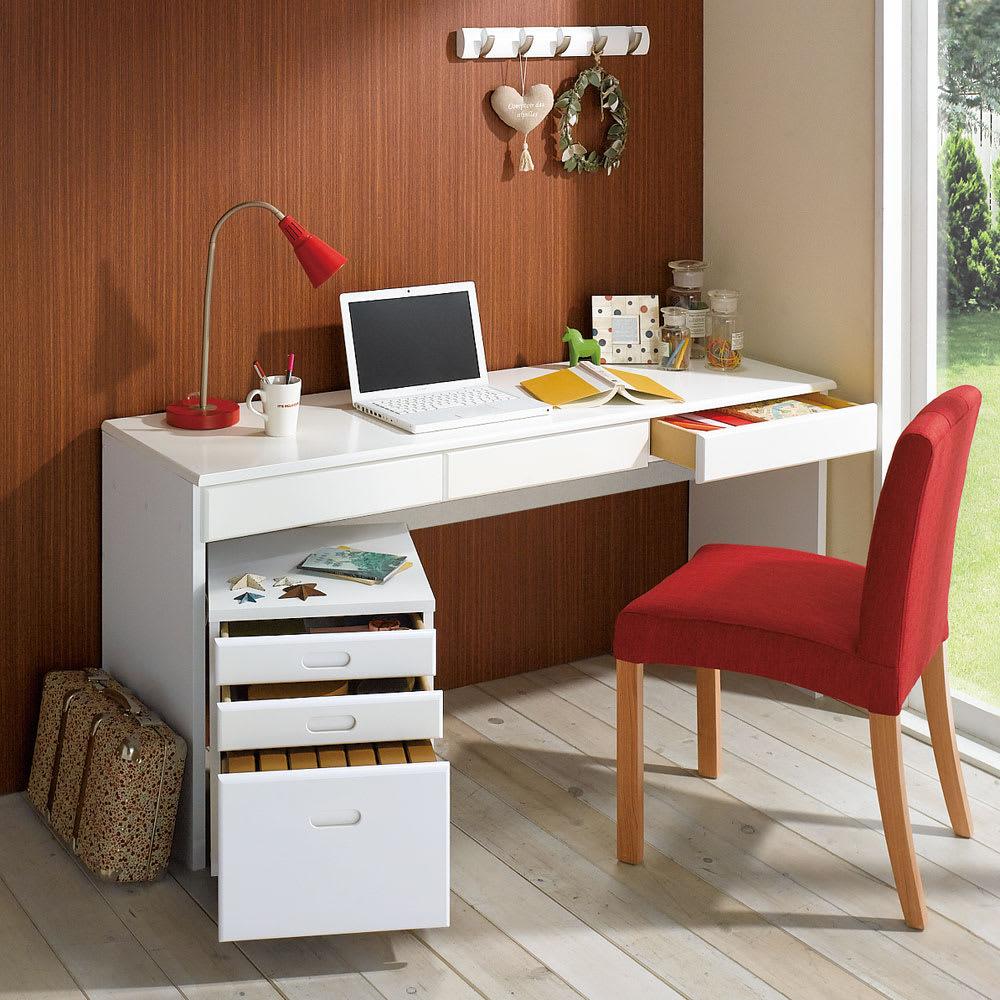 パイン天然木 薄型シンプルデスクシリーズ デスク 幅150cm (イ)ホワイト 写真はデスク幅150cm、チェストの組み合わせ例です。