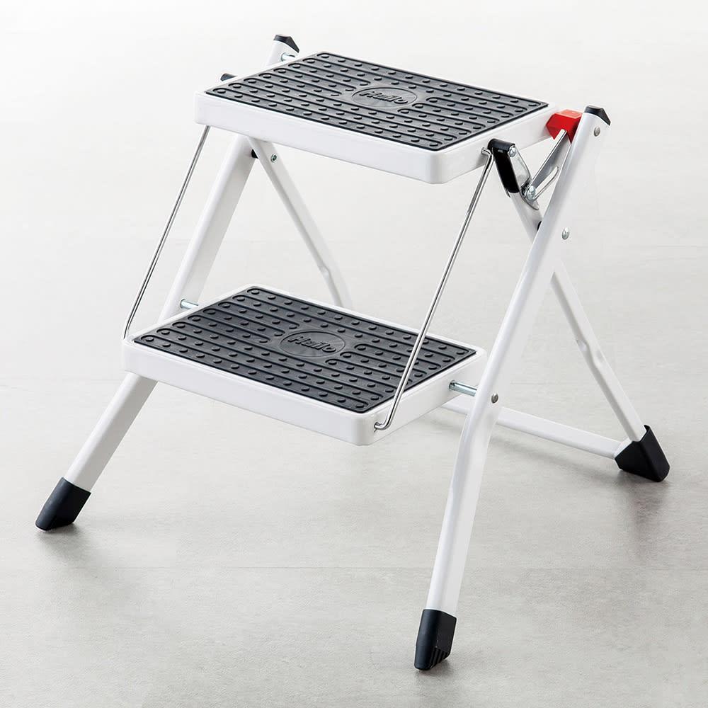ハイロ ミニフォールディングステップ 凹凸のある滑り止め構造。 ワイドな30×20cmのステップ。