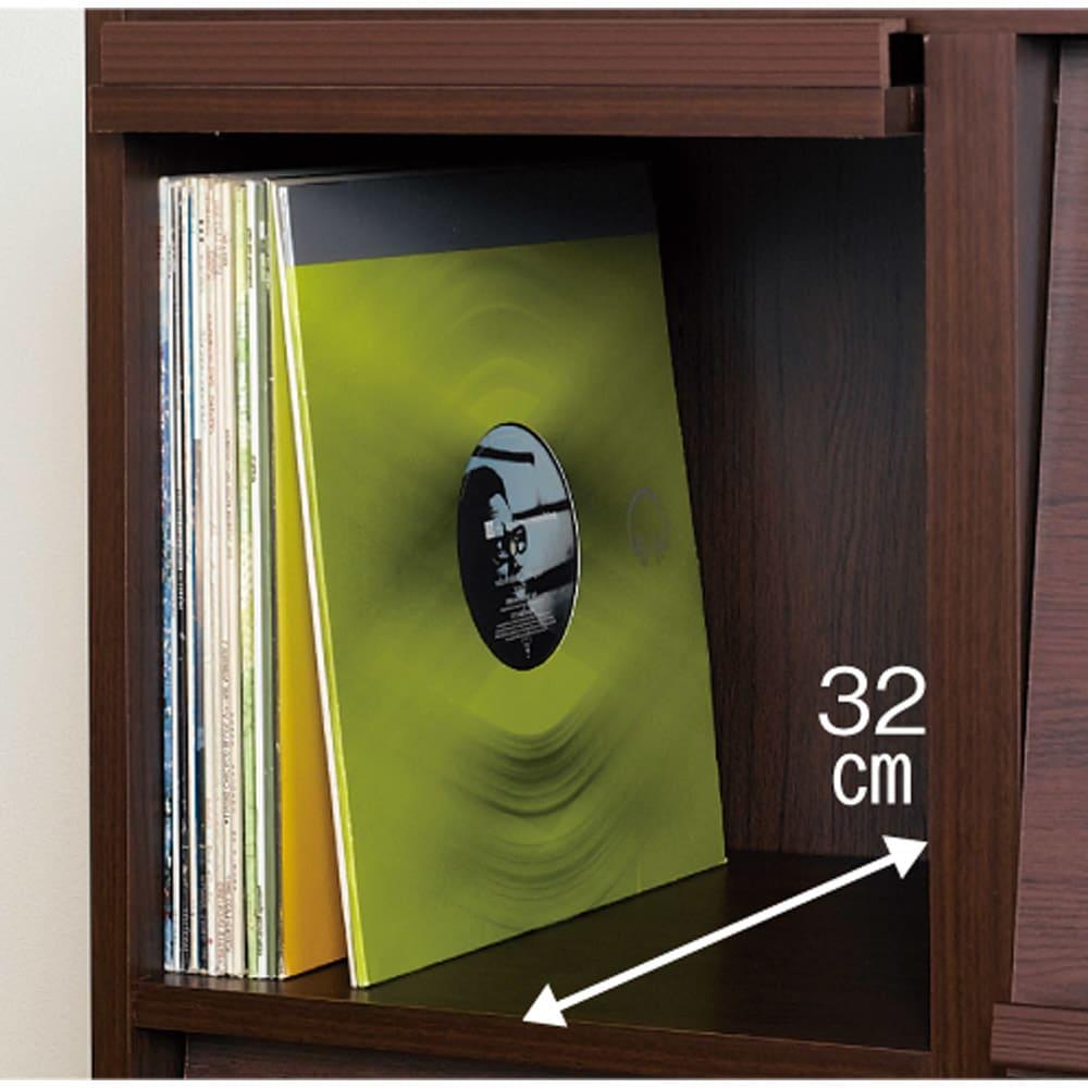 奥行39cm マガジン&レコードキャビネット 上段 扉タイプ2段3列[高さ79・幅113cm] フラップ扉部内寸は奥行32cmでLPレコードが1マスに約60枚収納できます。収納部の耐荷重は約15kg。フルにLPを入れても充分に耐えられる強度を持っています。