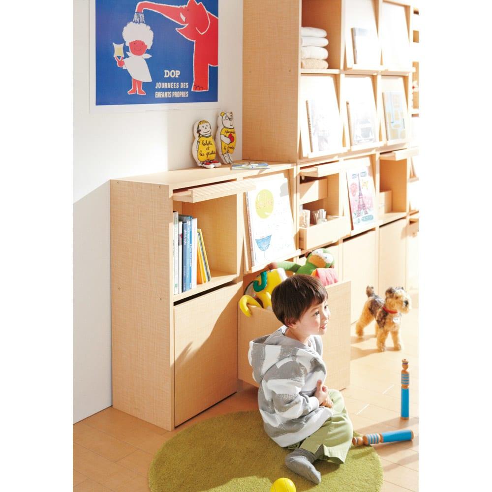 奥行39cm マガジン&レコードキャビネット 上段 段違い棚オープン1列[高さ79・幅37.5cm] [コーディネイト例] お子様の成長に合わせてプラスしていけるのもポイント。