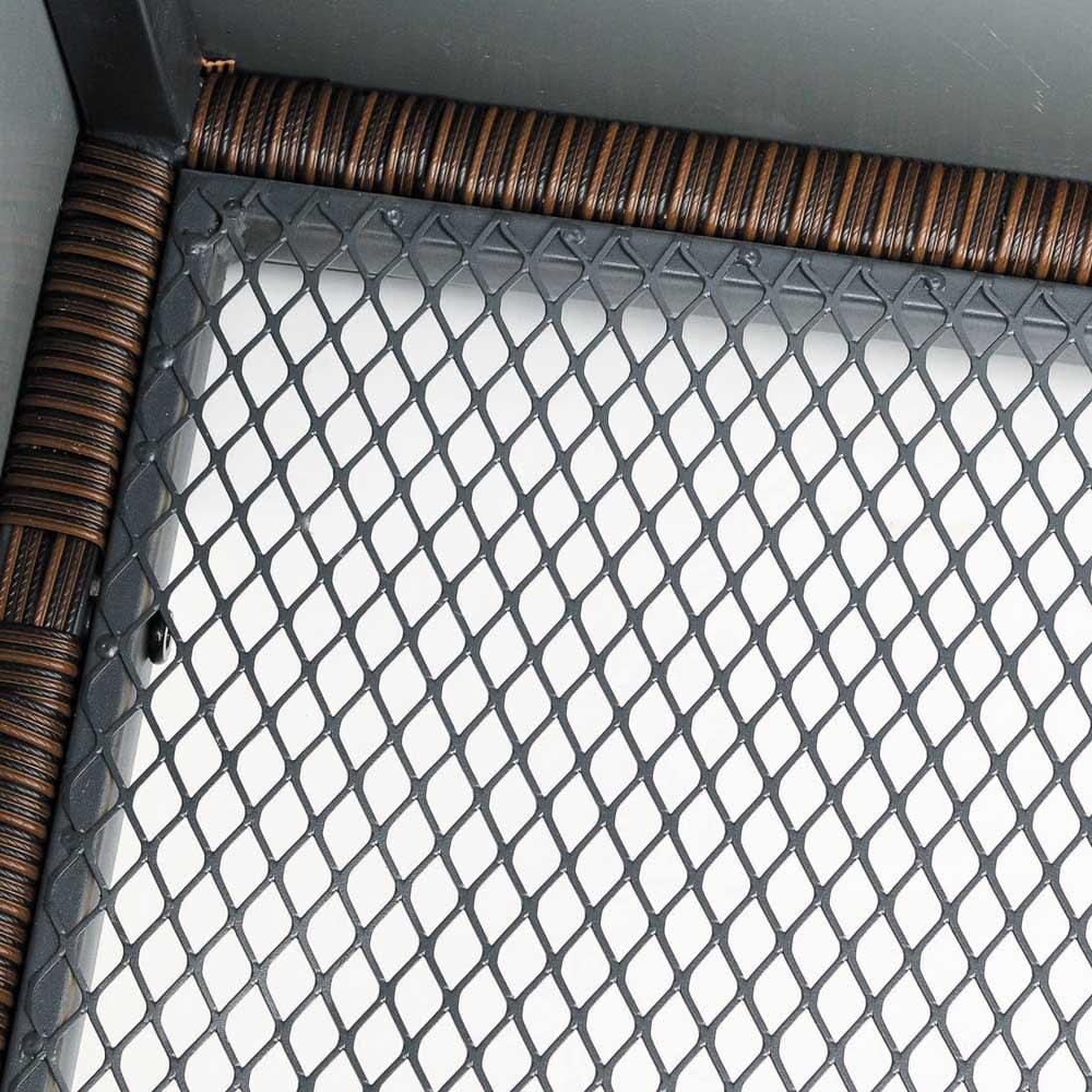 ラタン調コンパクトシリーズ〈ブラウン〉 薄型ベンチ幅60 底面がメッシュ状で通気性に優れています。