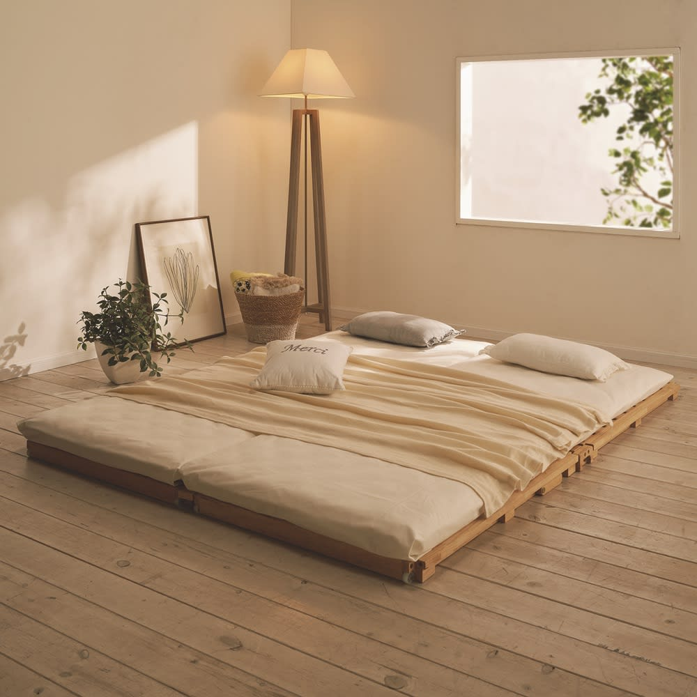 ぴったり並べられる折りたたみ ひのきすのこベッド ベッド単品 使用イメージ ※写真は幅80cmタイプを2台並べています。お届けは1台です。