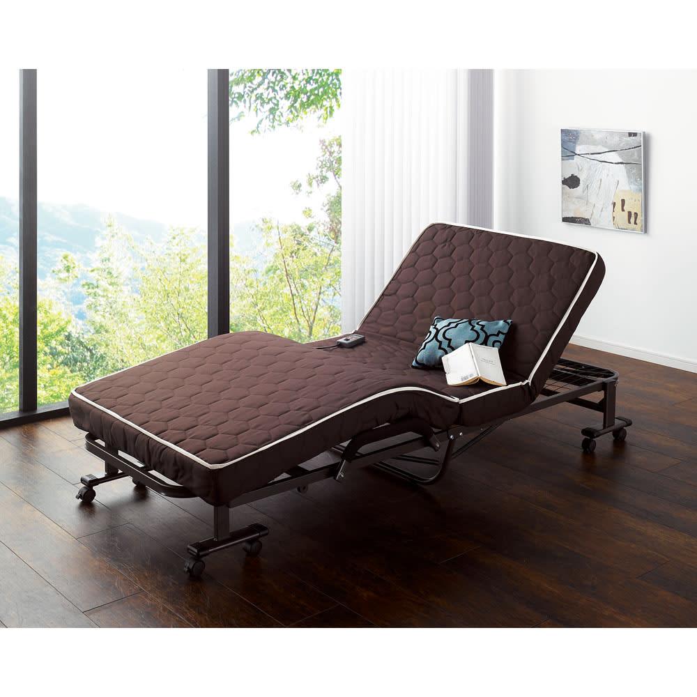 開梱してすぐ使える![組立不要]低反発ダブルリクライニング電動ベッド 都会的なモダンなデザインが特徴。休日の朝はのんびりとここで時間を過ごしたくなる。