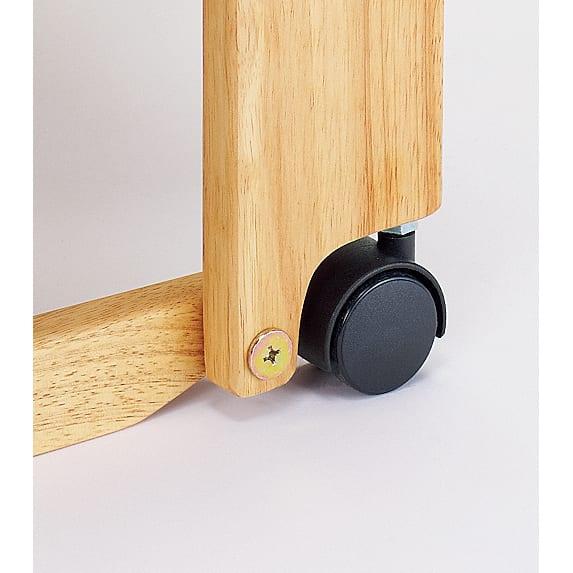 畳空間を簡単に演出できる折りたたみベッド(棚なし) ベッド時は、木枠で本体を支えるため安定感が増し、キャスターで床を傷つける心配もありません。