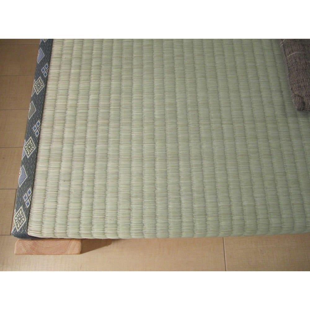 畳空間を簡単に演出できる折りたたみベッド(棚なし) 畳のアップ い草の香りもお楽しみください。