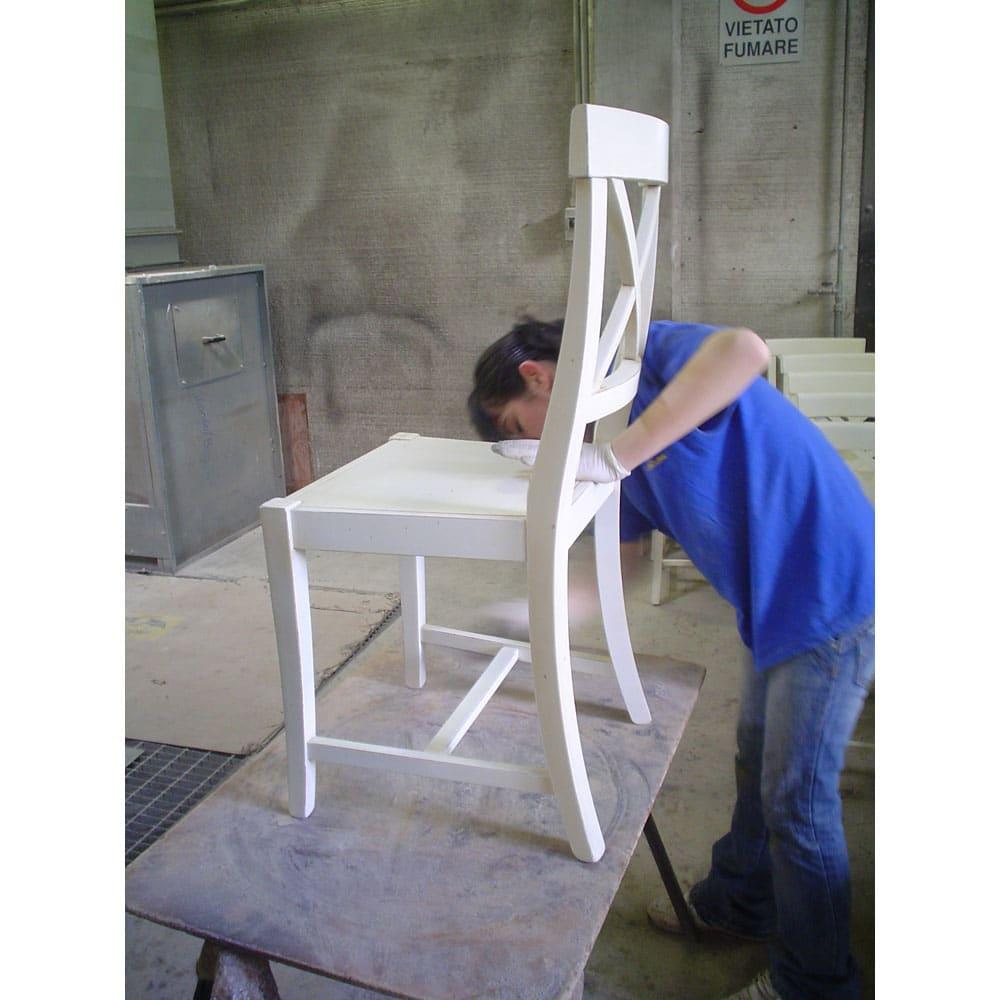 イタリア製クラシックダイニングシリーズ チェア 1脚 イタリア職人の技が光る逸品。写真は同メーカー工場の他商品を製作しているところです。(※お届けする商品とは異なります )