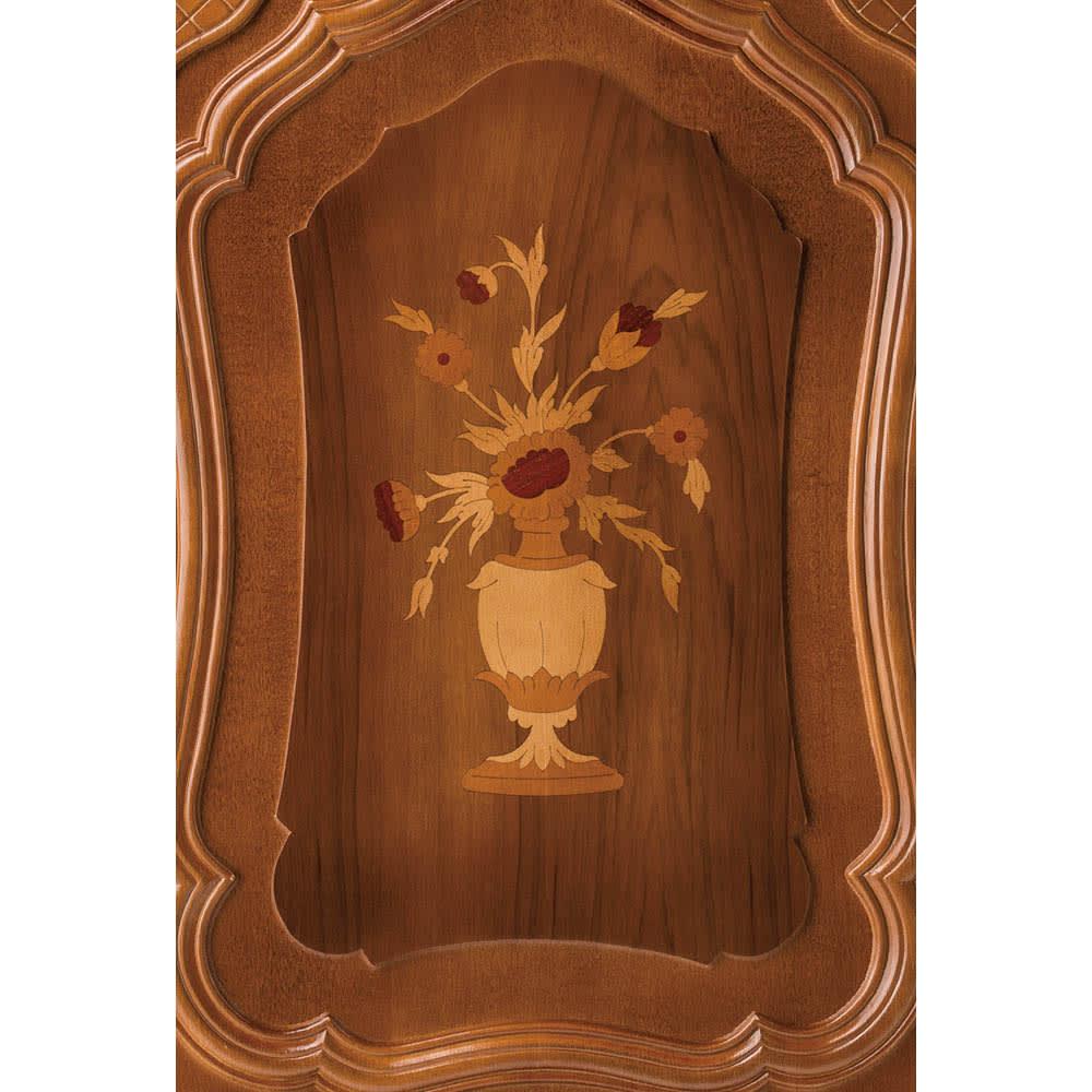 イタリアン家具シリーズ 象がんサイドボードキャビネット・幅124cm 扉の象がん模様が格調高く浮かび上がります。