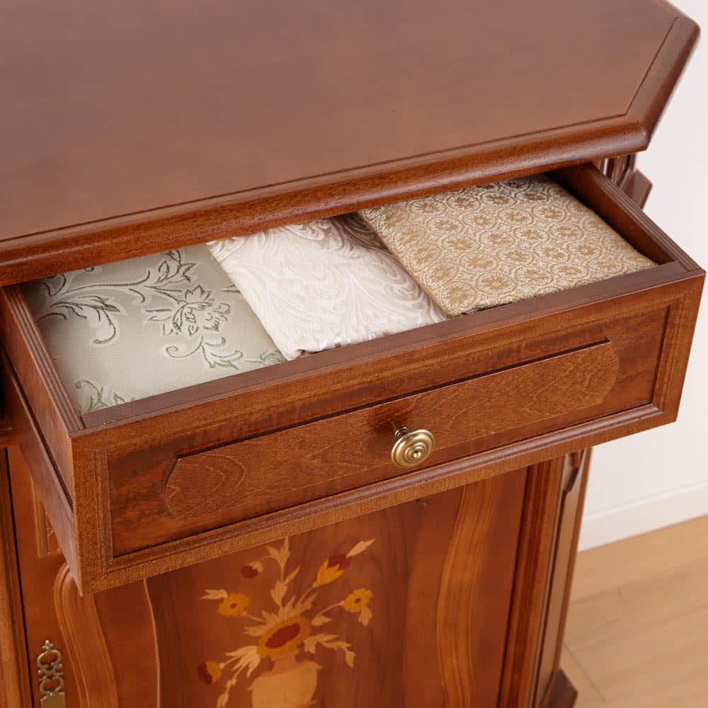 イタリアン家具シリーズ 象がんサイドボードキャビネット・幅124cm 引き出し付きなので細かなものを収納可能です。