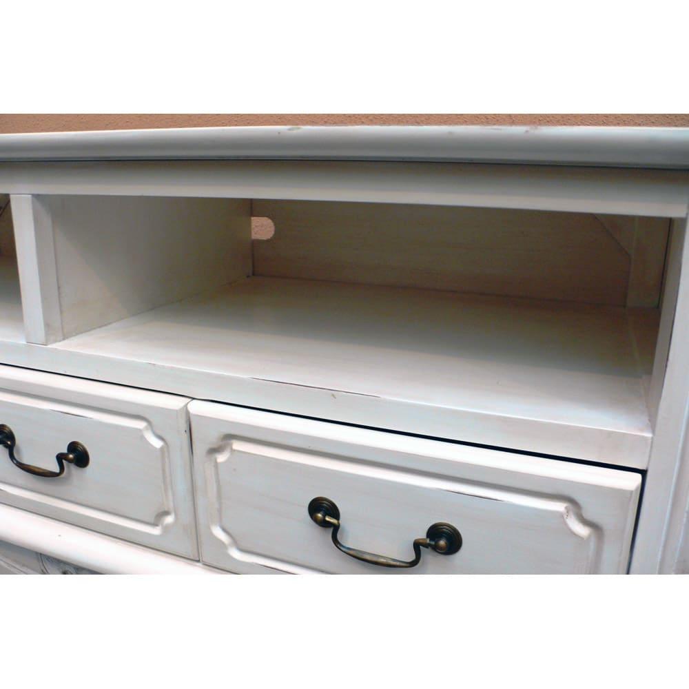 アンティーク調クラシック家具シリーズ テレビ台・幅113cm オープン部にはデッキが2台収納可能です。