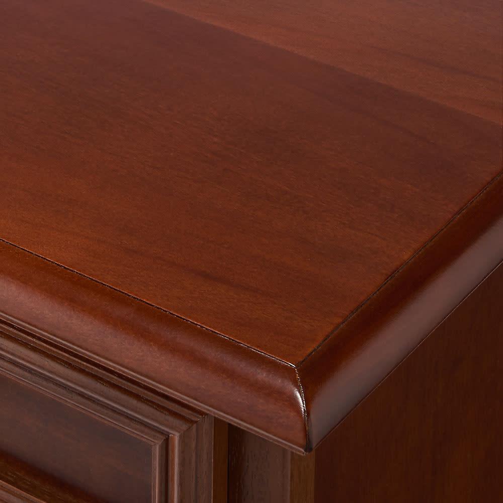 イタリア製 コンパクト収納家具シリーズ キャビネット(リビングボード) ボリュームのある仕上げで高級感を持たせています。