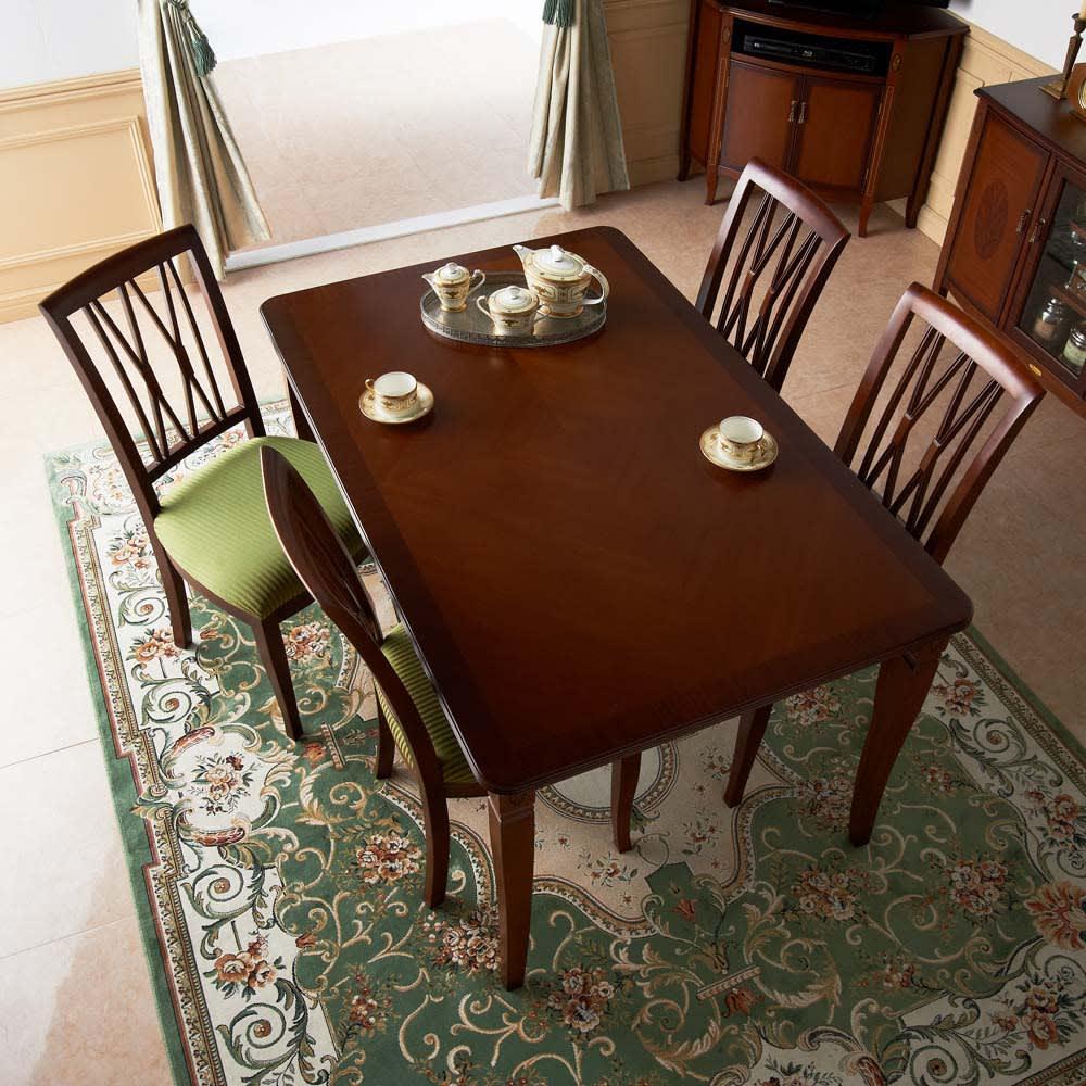 ベネチア調象がんシリーズ ダイニングテーブル・幅135cm 使うほどに味わい深くなるクラシックなデザイン。