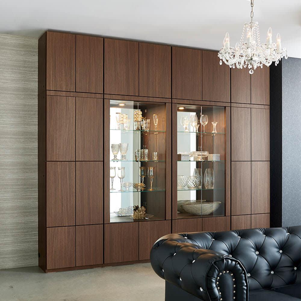 美しく飾れる 壁面収納システム 扉収納庫タイプ 幅80cm コーディネート例(イ)ウォルナット柄