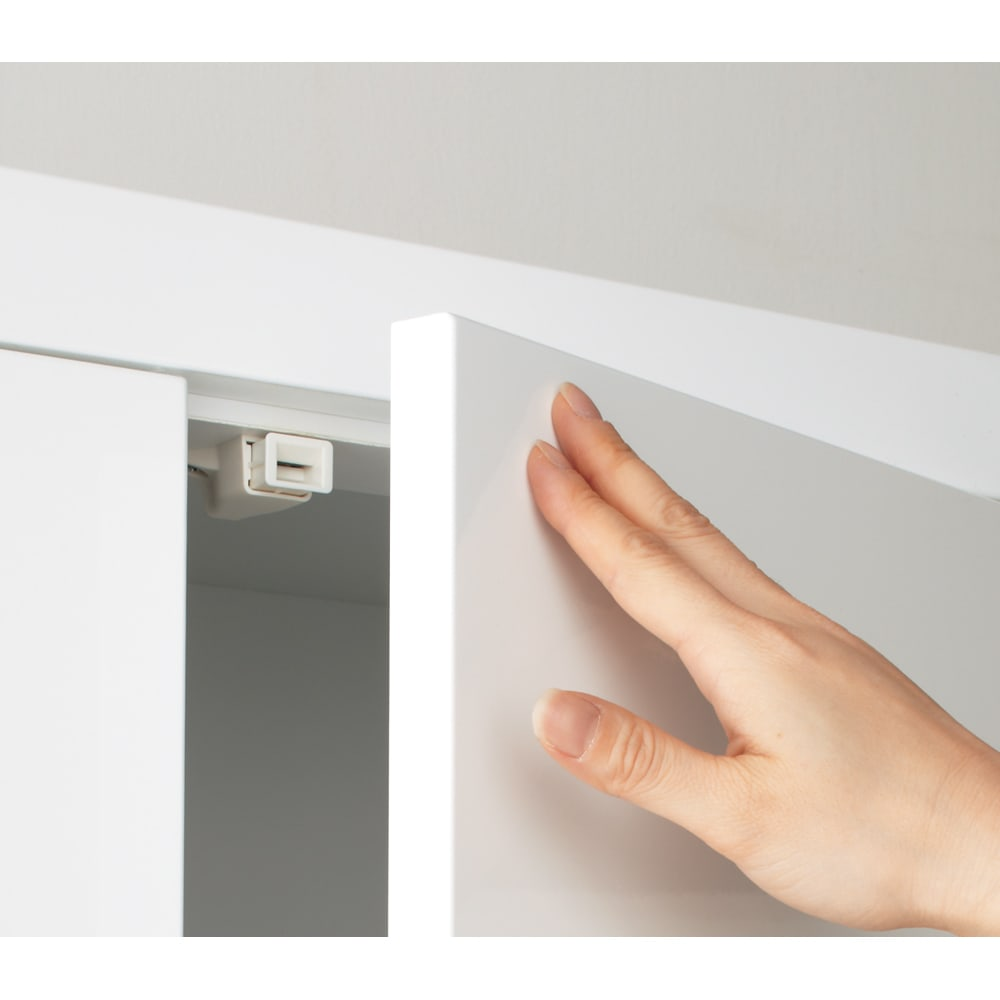 美しく飾れる 収納システム 高さサイズオーダー対応突っ張り上置き(1cm単位) 幅60cm (高さ25~80cm) 開閉ラクラクのプッシュ扉 軽い力で扉の開閉ができます。
