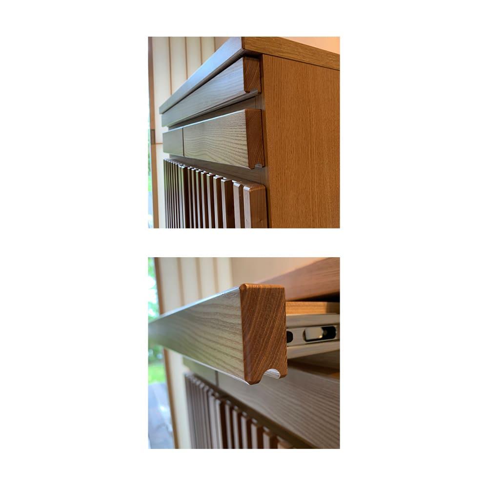 格子天然木仏壇キャビネット 高さ56cm スライドテーブルと引き出しは指を掛けて開閉できます。