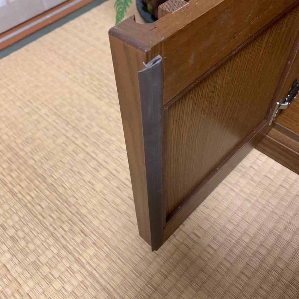 格子天然木仏壇キャビネット 高さ56cm 扉は埃の侵入を防ぐ防塵フラップ付き。