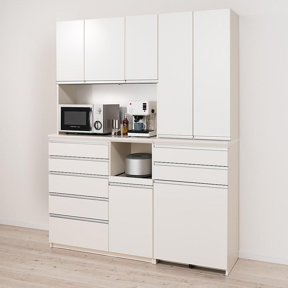 家電が使いやすいハイカウンター奥行45cm ダイニングボード高さ203cm幅140cm/パモウナDQL-S1400R DQR-S1400R コーディネート例【シリーズ商品使用イメージ】 コンパクトにそろえても総高が200cm以上あるので安心の収納力。すっきりとしたデザインで小さな狭いキッチンにもぴったり。