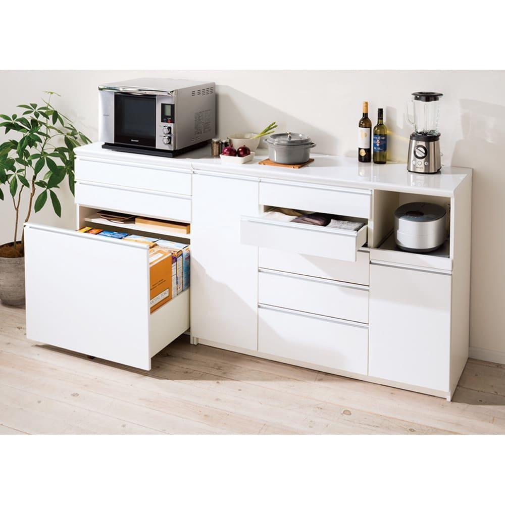 家電が使いやすいハイカウンター奥行45cm キッチンカウンター高さ101cm幅60cm/パモウナVQ-S600K 下台 コーディネート例【シリーズ商品使用イメージ】 天板上に乗せた家電が使いやすい高さ101cm。従来一般的だった高さ85cmに比べ、家電台・レンジ台としての機能性もアップ。