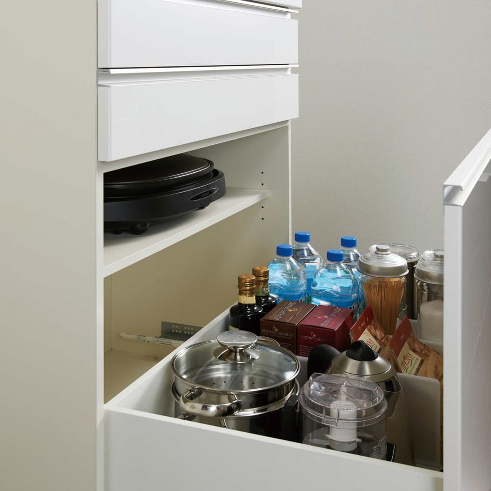 家電が使いやすいハイカウンター奥行50cm 食器棚高さ203cm幅60cm/パモウナDQ-600K 深引出しには、ホットプレート等がしまえる可動棚付き。取り外して引き出しに背の高いものを収納することも可能です。