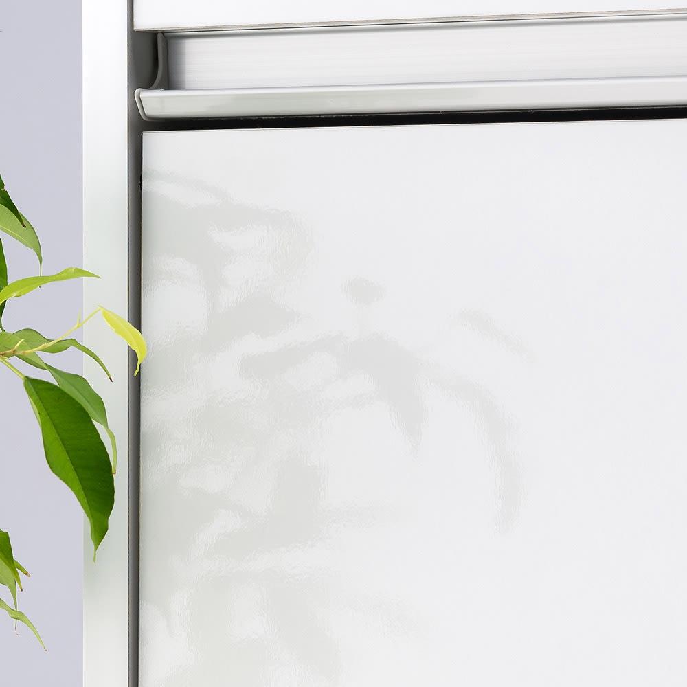 大型レンジがスッキリ隠せるダイニングボードシリーズ ダスト家電タイプ・幅57.5cm マットなホワイトカラーは清潔感のあるキッチンを演出してくれます。