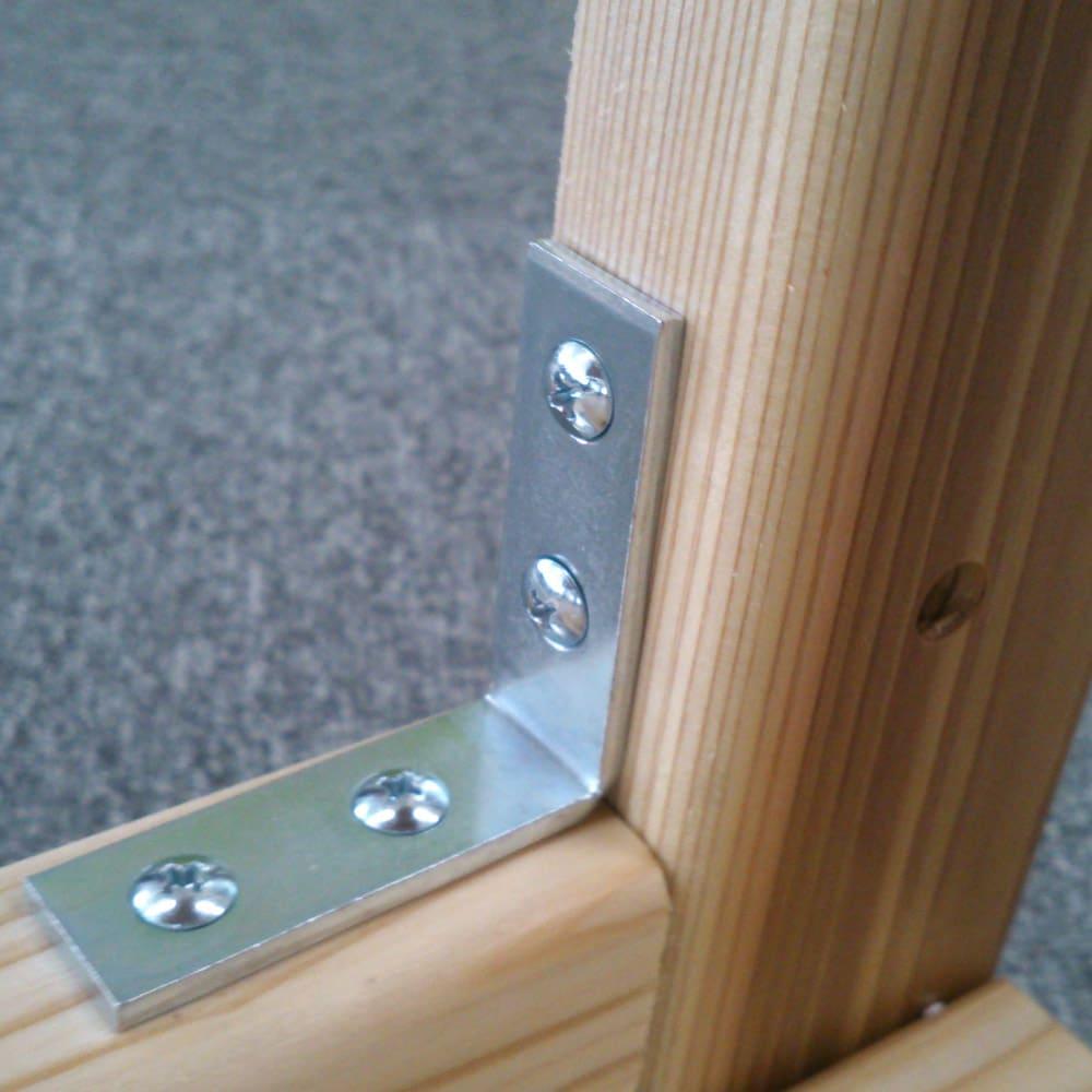 国産杉の無垢材キッチン収納 パントリーキッチンラック 幅89奥行38cm しっかりと本体を支えるL字金具。キッチン収納の重量物にも安心です。